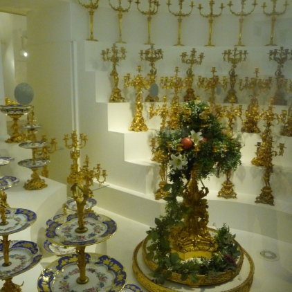 Imperial cake stands