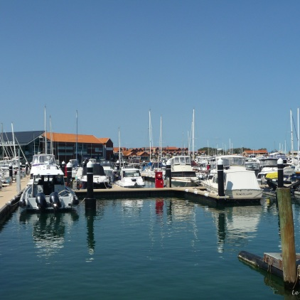 View across Hillarys Marina to the Breakwater Tavern