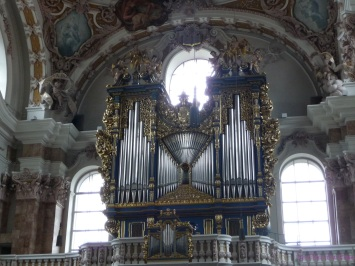 The impressive looking organ of the Dom St Jakob