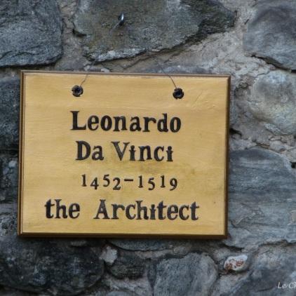 Plaque ascribing the architecture of the castle to Da Vinci