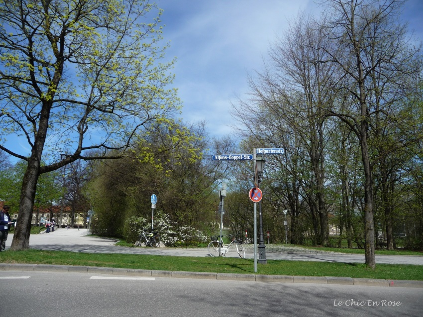 En route to the Englischer Garten - near the entrance to the Hofgarten