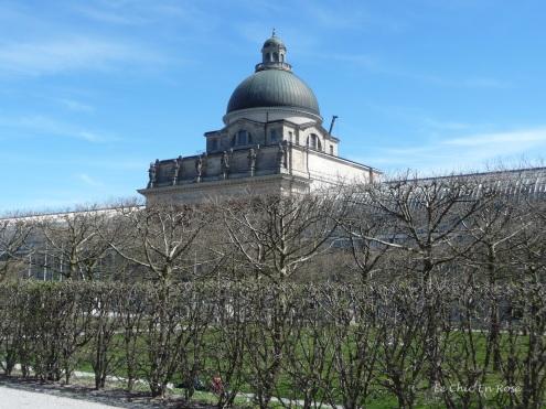 En route to the Englischer Garten via the Hofgarten