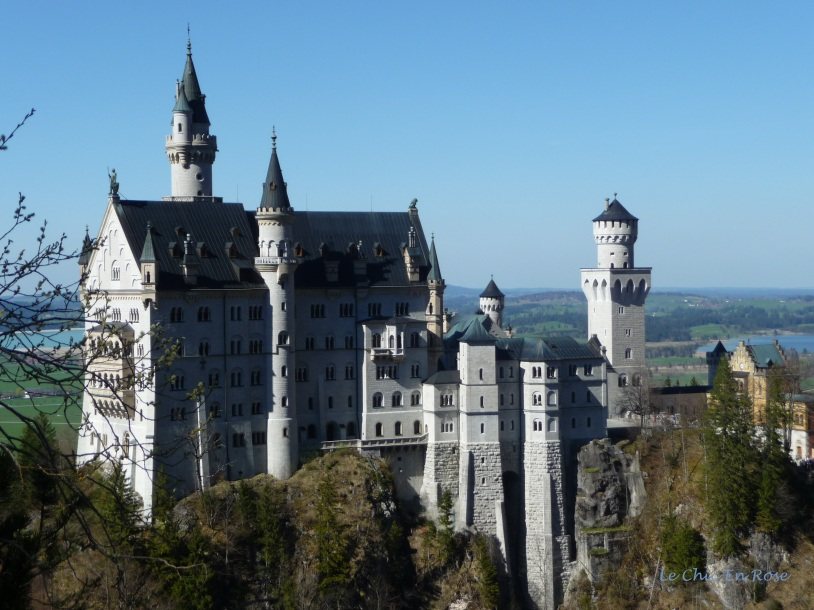 Zoom shot of Neuschwanstein from the Marienbruecke