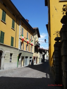Colourful buildings Varenna