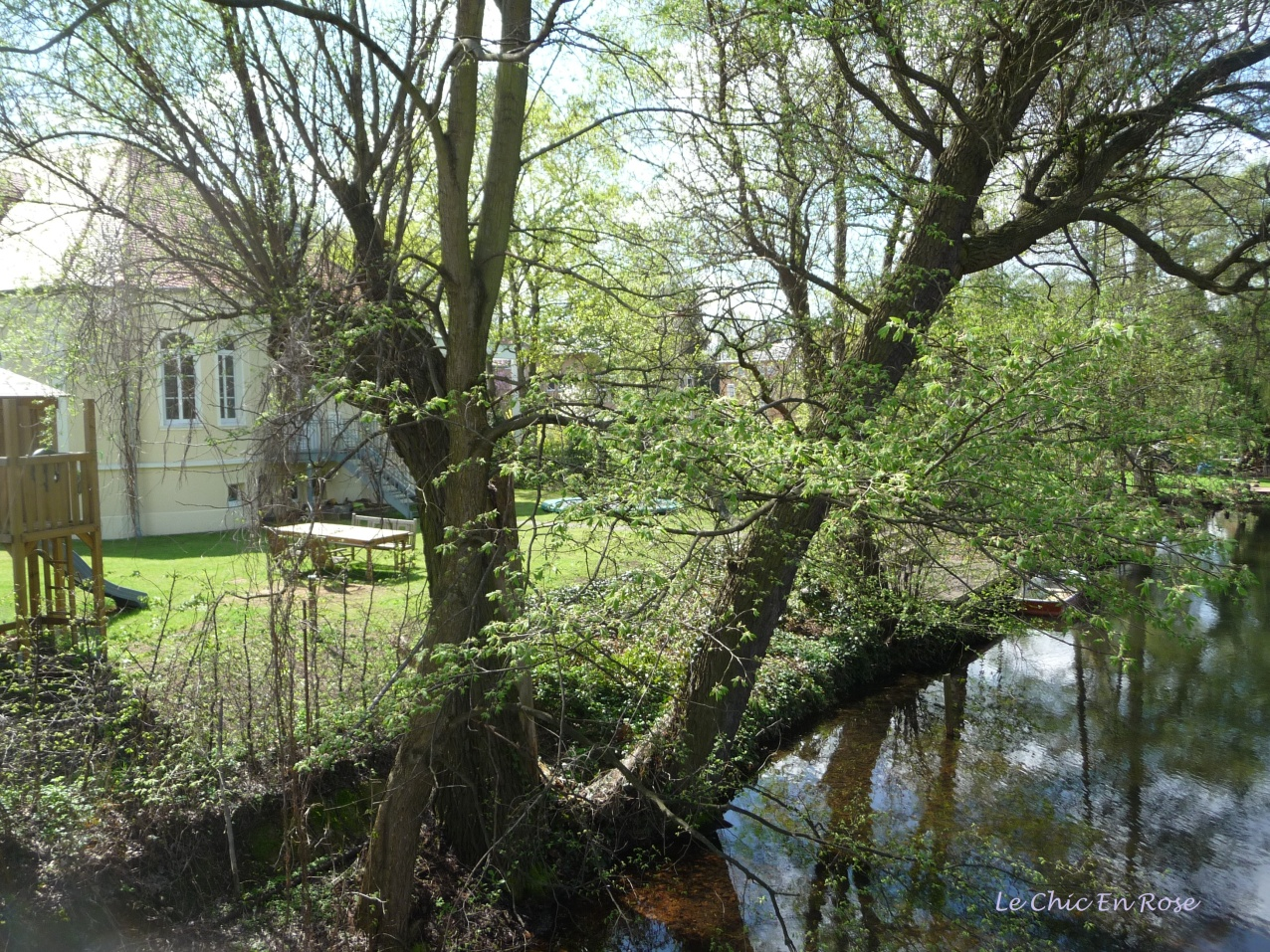 Elegant Villa Near The River Havel