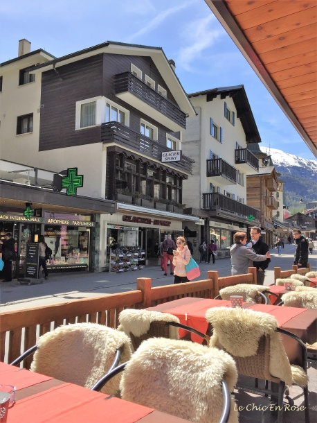 Terrace and street scene - Zermatt