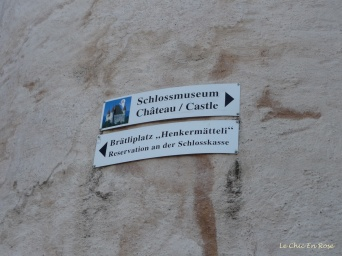 Signs to the castle
