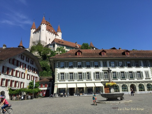 View up to Thun Castle from the Rathausplatz